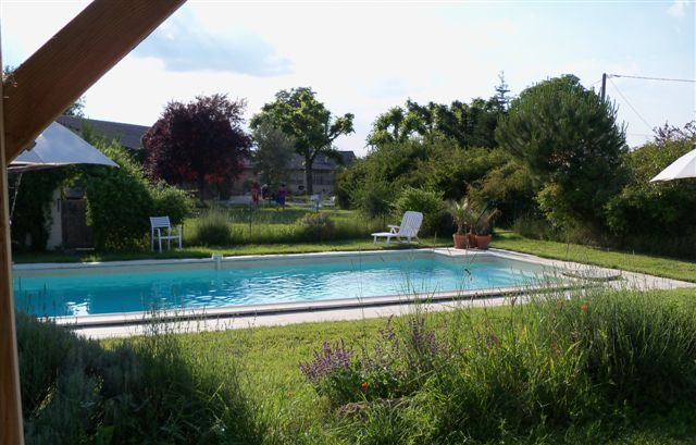 Bed breakfast self catering gites gers condom france for Baise dans la piscine